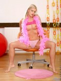Playful Model Teen Dawn With Feathers Have A Nice Pretty Hot Pose On Cam - Picture 6