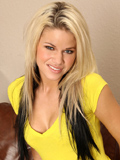 Jessa Rhodes Cums Hard After Playing With A Magic Wand - Picture 1