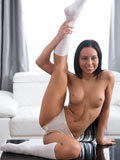 Amateur Uliane Fucks Her Pussy With A Giant Sex Toy Until She Cums - Picture 4