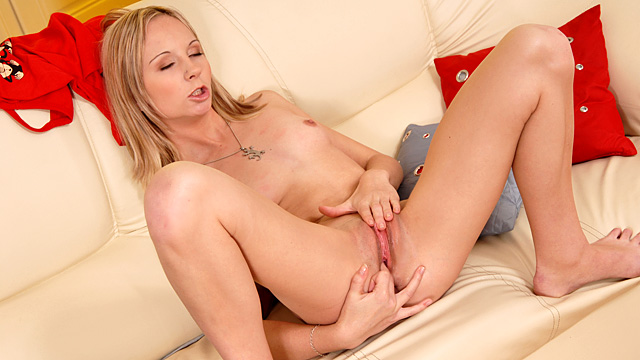 Cherrie Sweet anal beads in her pussy