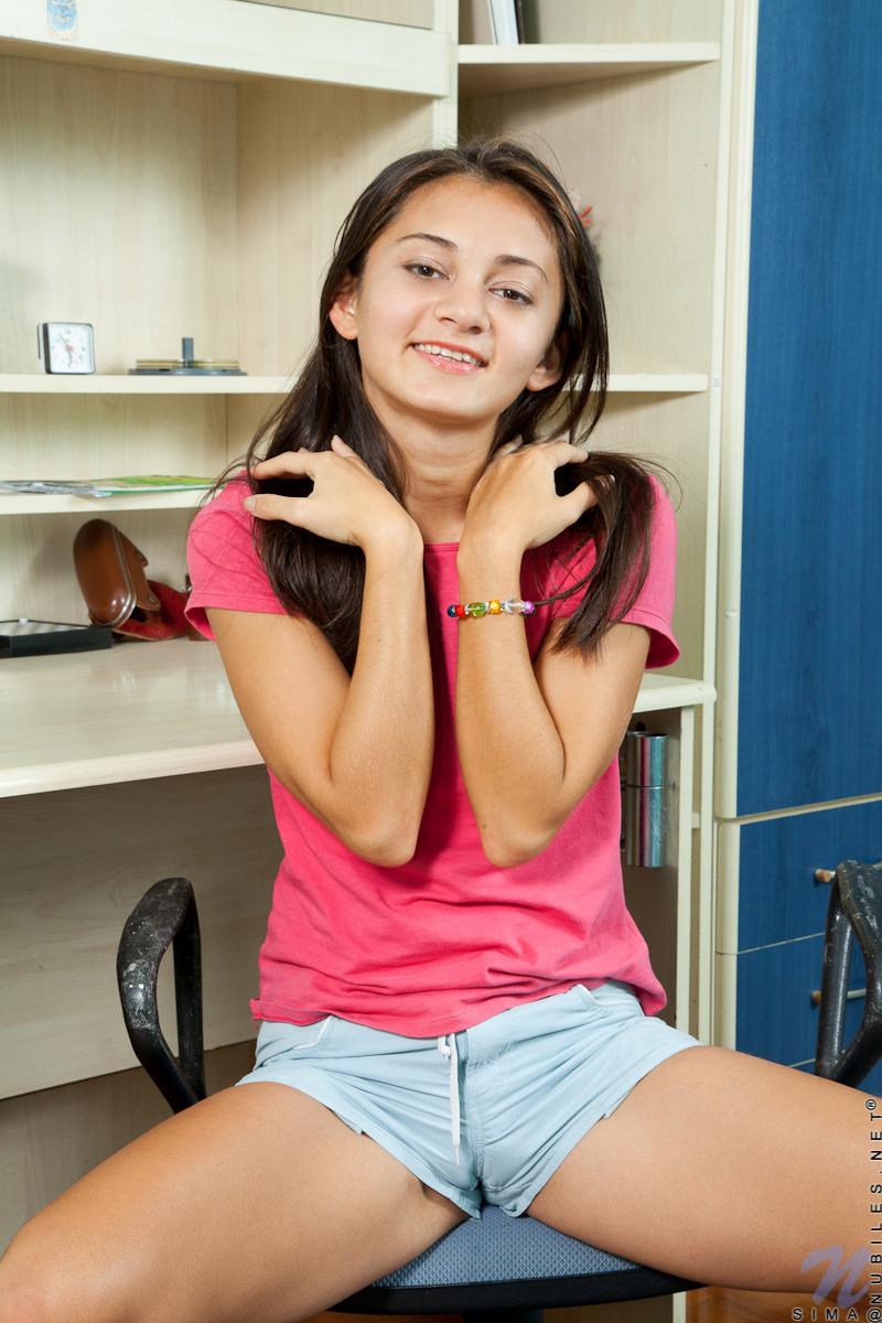 teen shorts cameltoe
