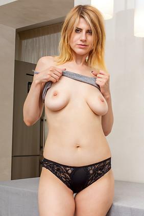 Amanda tapping stuck nude