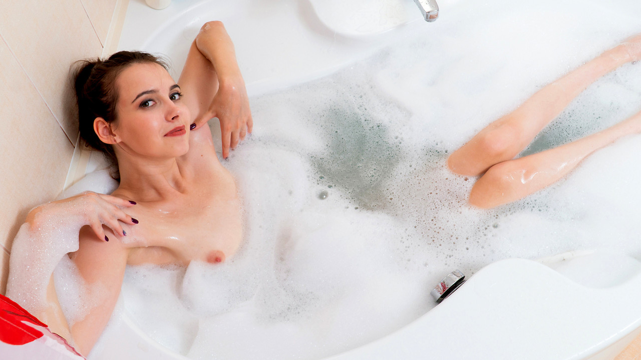 Nubiles - Bubble Bath And Booty